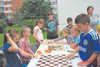 Мини-турниры проводятся вкружке, работающем при центре «Лотос», накаждом занятии.