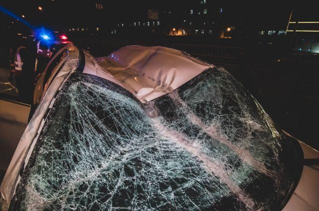 В Киеве пьяная компания на авто, скрываясь от полиции, влетела в отбойник