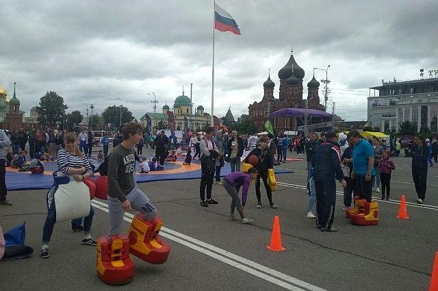Семейная эстафеты - традиционная площадка в День физкультурника.