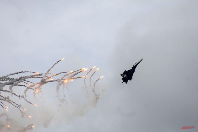 Миг-29 своими маневрами покорил зрителей.