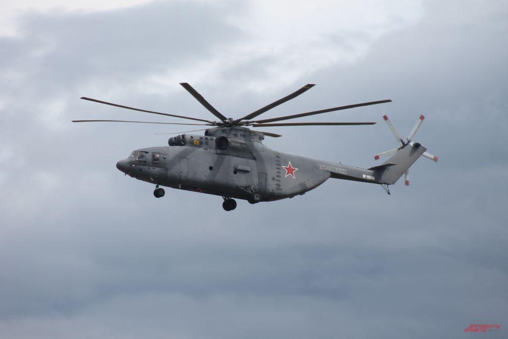 Ми-26 - крупнейший в мире серийно выпускаемый транспортный вертолет.