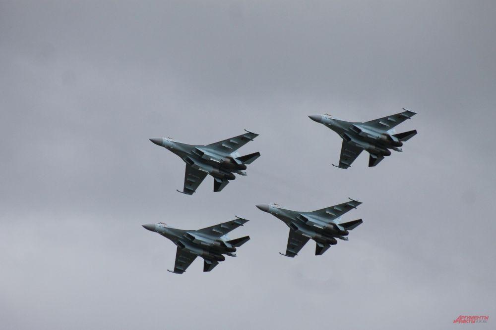 Истребители Су-35С открыли «Авиамикс» воздушным боем.
