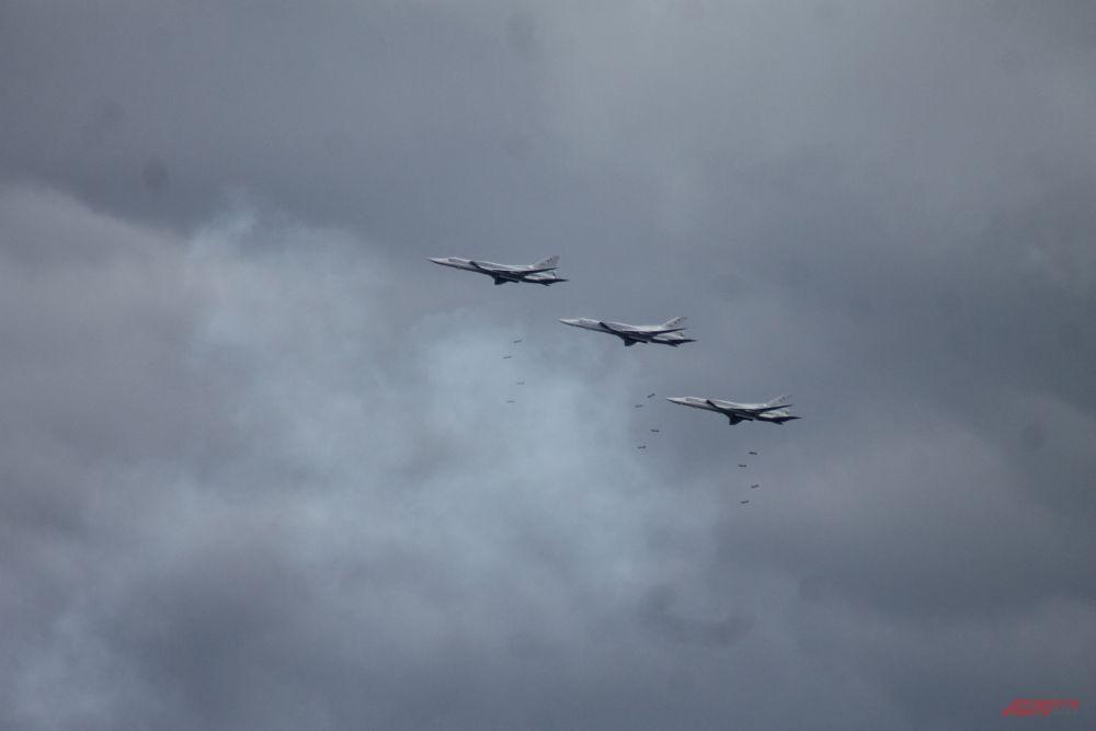 Задачей самолетов Ту-22М3 было уничтожить пункт управления противника.