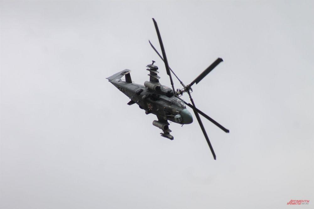 К-52 показал зрителям настоящий высший пилотаж.