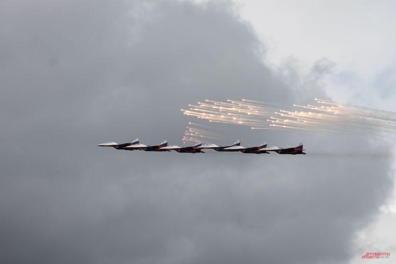 Полет «Стрижей» стал кульминацией авиашоу.