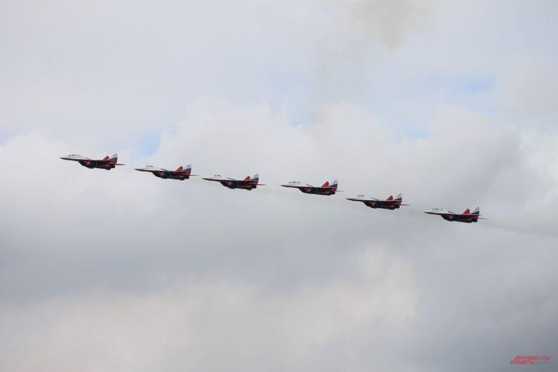 Авиагруппы высшего пилотажа «Стрижи» составили шесть истребителей Миг-29.