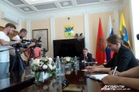 Мэр Оренбурга Д.Кулагин дал брифинг для представителей СМИ.