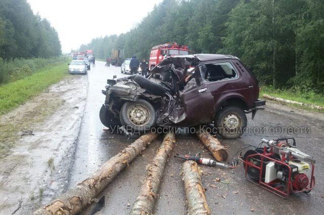 Водитель и его жена погибли.
