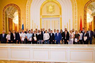 В Оренбурге спортсмены и тренеры принимали поздравления с профессиональным праздником.