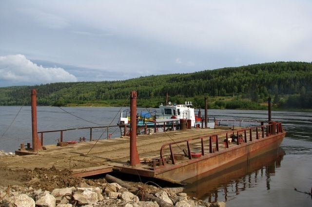 На Ямале из-за сильного ветра 12 августа приостановлена паромная переправа