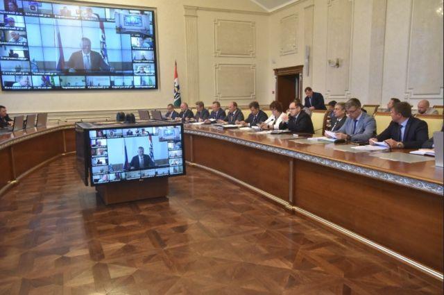 Вопросы цифровизации государственных и муниципальных услуг рассмотрели на оперативном совещании, которое прошло под председательством губернатора НСО Андрея Травникова.