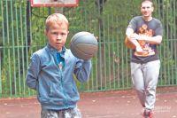В90%случаев дети остаются вбаскетболе после первой тренировки.
