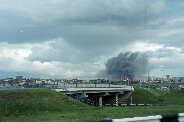 Площадь возгорания достигла 3,5 тысяч кв. м.