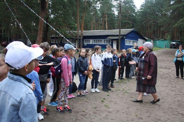 Дети приехали в лагерь в пятницу, 9 августа. А в воскресенье они уже отправились обратно домой.