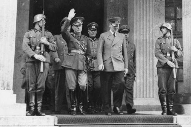 10 июня 1941 года. Антонеску и Гитлер выходят из Фюрербау (Мюнхен).