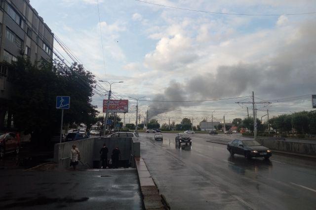 Дым от пожара был виден даже на противоположном берег города.