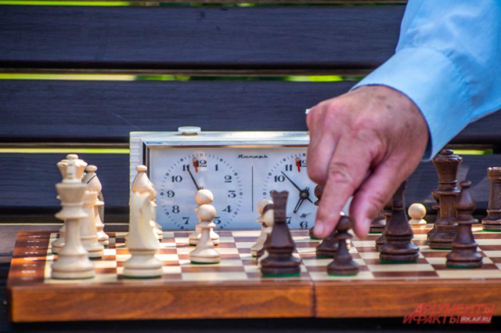 Динамические шахматы отличаются от классических тем, что в любой момент по ходу игры могут внестись корректировки: фигура поменяет свою позицию, значение и даже цвет.