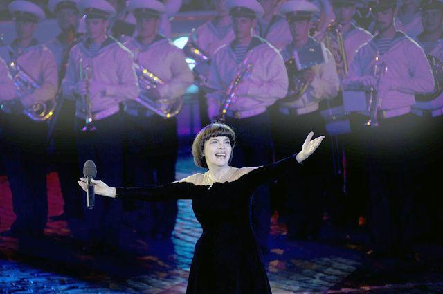 10 лет назад Мирей Матье стала приглашённой гостьей фестиваля.