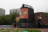Фрагмент рубки АПЛ «Курск» как часть мемориала «Морякам, погибшим в мирное время» в Мурманске..