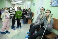 Для того чтобы попасть на прием к врачу, родителям и детям часто приходится ждать по 2-3 часа.