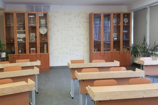 В кабинете физики стоит повернуться и можно подсмотреть нужную формулу
