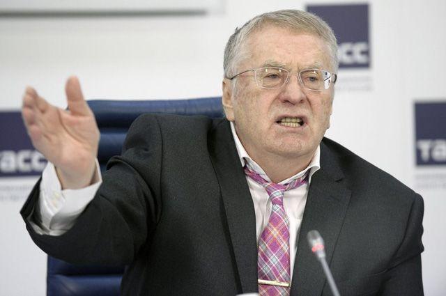 Жириновский предложил сбивать самолеты, приближающиеся к бортам первых лиц photo