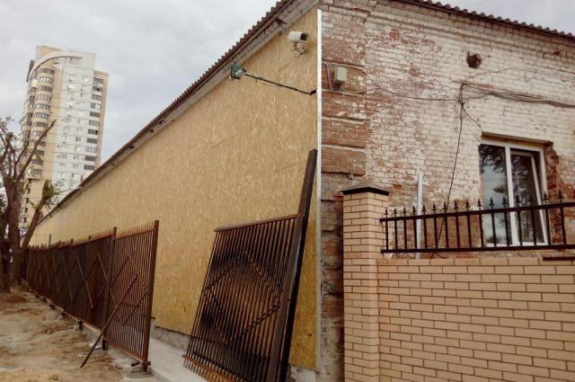 Так историческое здание на ул. Новороссийской превращают в новодел.