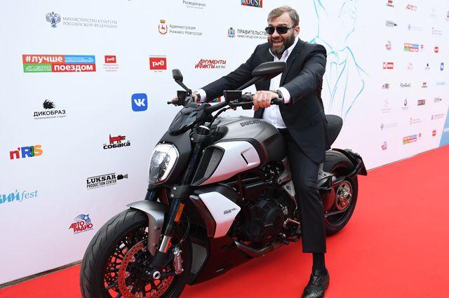М. Пореченков: «Мне интересно, как люди живут. Я хочу быть с народом!»
