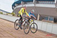 На олимпийскую трассу  в Крылатском приезжают любители велоспорта  со всей Москвы и Подмосковья.