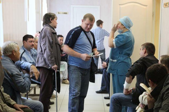 Когда пациентов в муниципальных больницах всё больше, а врачей не хватает, даже медсёстры в бессилии поднимают руки.