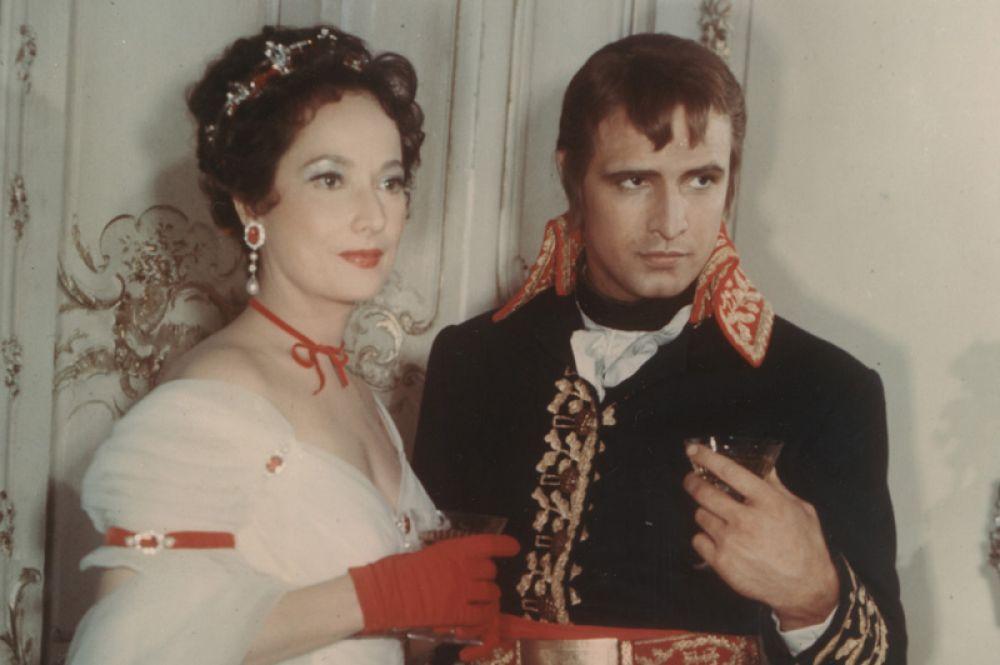 «Любовь императора Франции» (1954) — Марлон Брандо. Фильм рассказывает об отношениях Наполеона с прекрасной простушкой Дезире, ставшей, в конце концов, Королевой (Джин Симмонс).