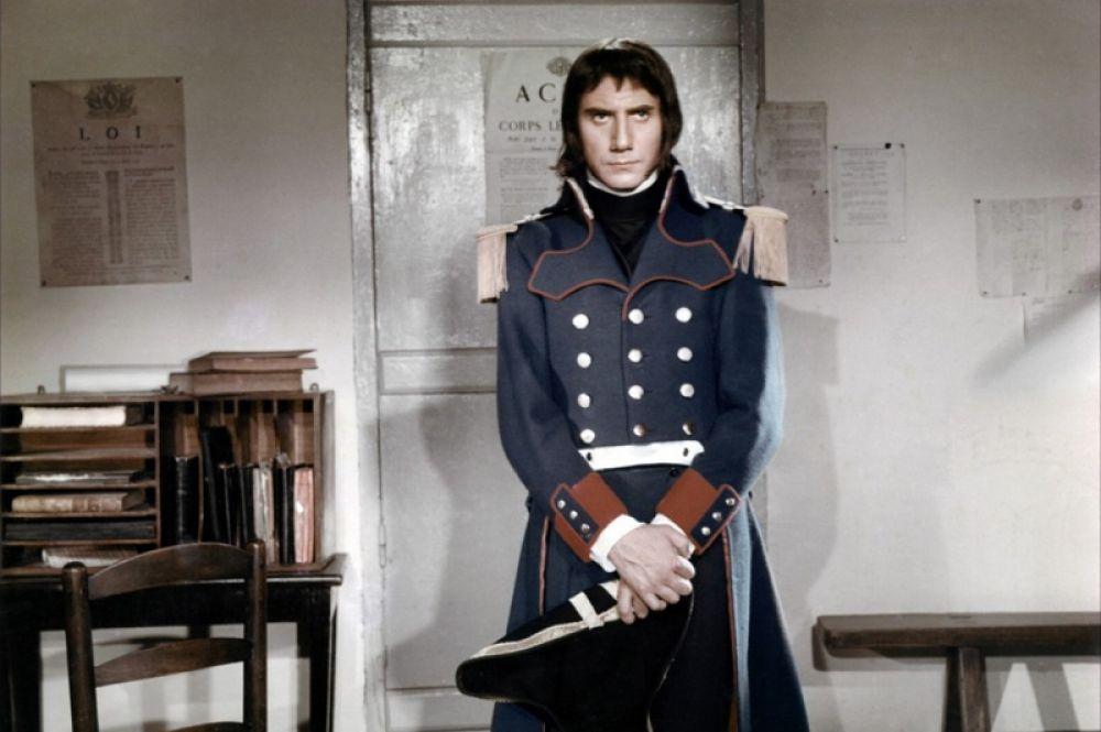 «Наполеон: Путь к вершине» (1955) — Даниель Желен и Раймон Пеллегрен. Еще одна художественная интерпретация ключевых событий из жизни императора Франции. В фильме Наполеона сыграли сразу два актера — Желен в юности, а Пеллегрен в зрелом возрасте.