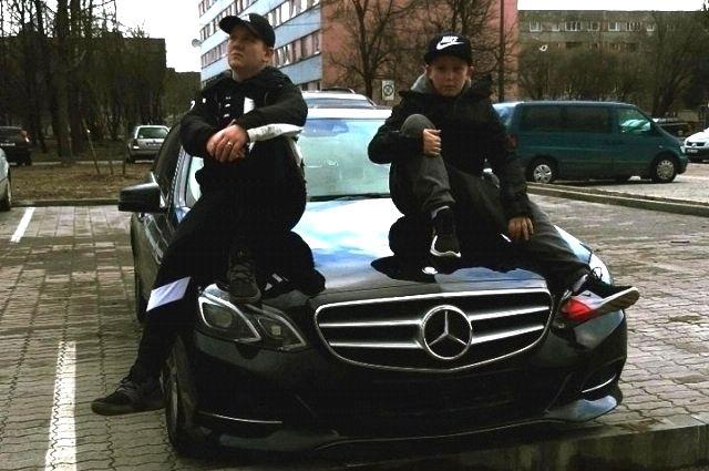 16-летний Леон и 12-летний Тайрон незаконно пересекли российскую границу.