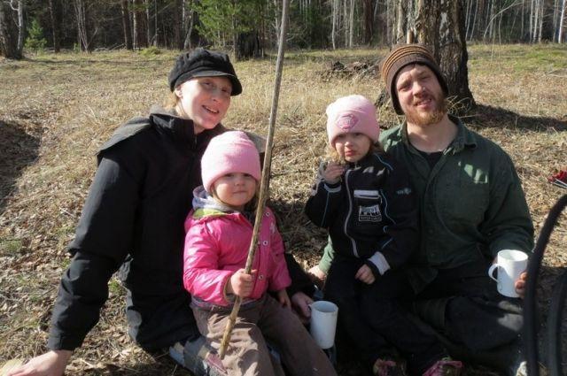 В 2016 году Джастас с семьей переехал из Красноярского края на Алтай.