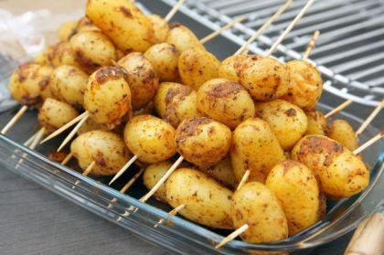 А из молодого картофеля сейчас можно приготовить самые вкусные блюда.