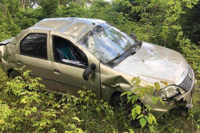 Под Оренбургом  Renault съехал в кювет, пострадали двое детей
