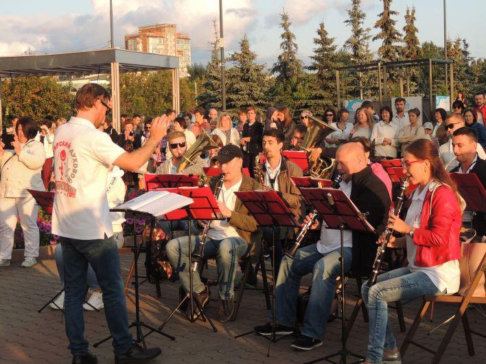 В этом сезоне Красноярский духовой оркестр дал около 10 уличных концертов.