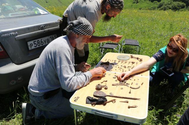 На раскопках городища Калаж Субботин нашёл остатки десяти древних построек.