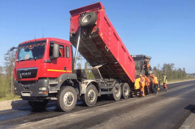 На подъезде к Ноябрьску проходят активные работы по ремонту дороги