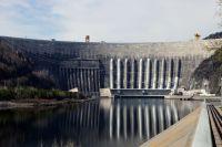 Сегодня ГЭС работает в штатном режиме.