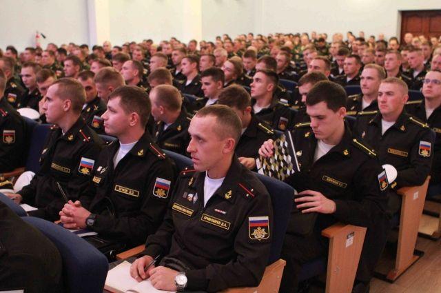 Более 300 молодых офицеров прибыло на Балтийский флот