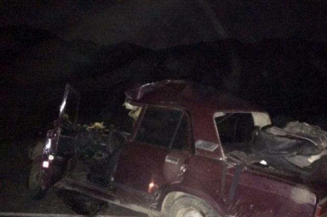 61-летний водитель легкового автомобиля не выдержал дистанцию и столкнулся с попутным грузовиком