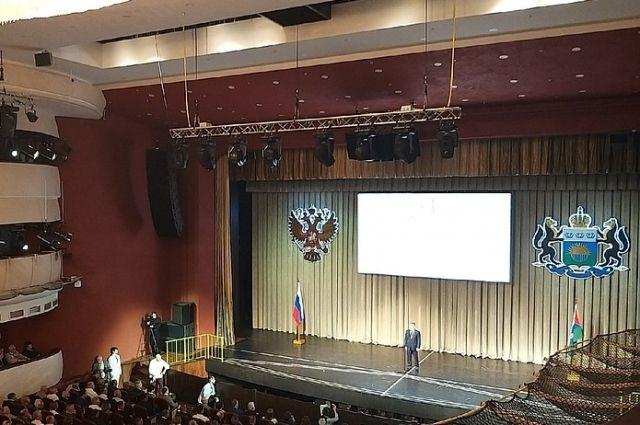 В ДК Нефтяник начался торжественный прием в честь юбилея Тюменской области