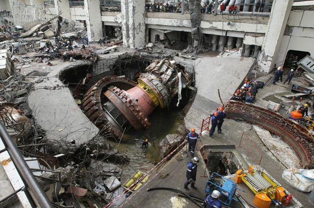 Ликвидация аварии на Саяно-Шушенской ГЭС. Машинный зал.