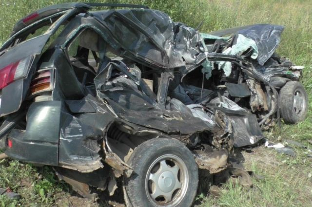 Водитель и пассажирка погибли на месте.