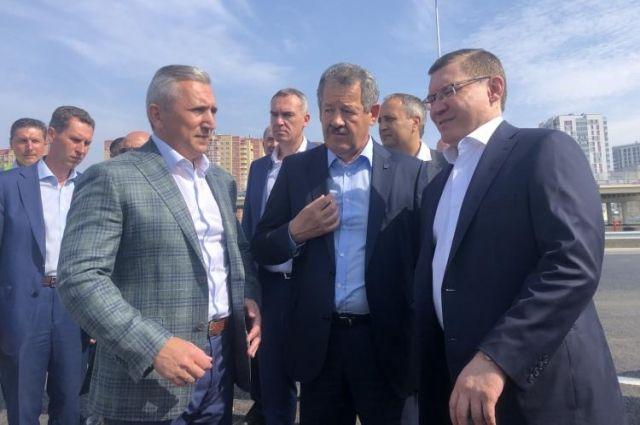 Движение по новым тюменским развязкам запустили Моор и Якушев