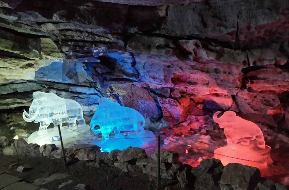 В старину местные жители считали, что пещеру вырыл гигантский слон.