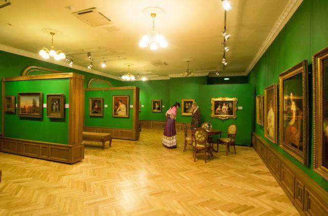 В Приморской картинной галерее готовят новые выставки.