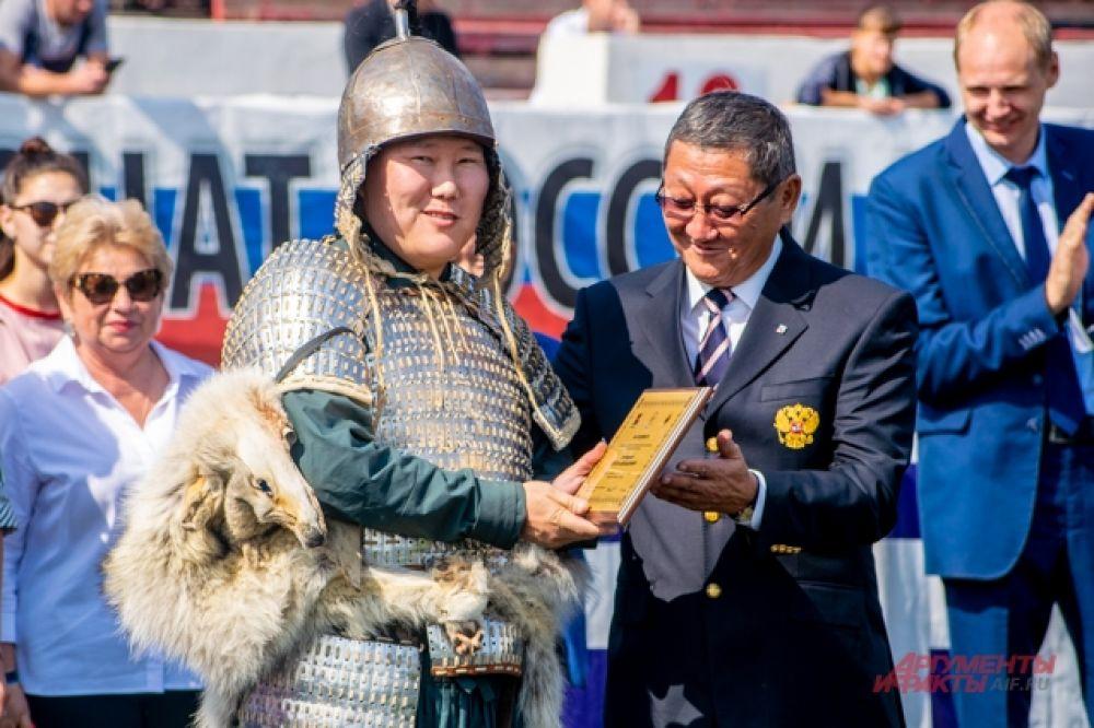 Часть спортсменов и их руководителей наградили за спортивные успехи и вклад в развитие стрельбы из лука в России