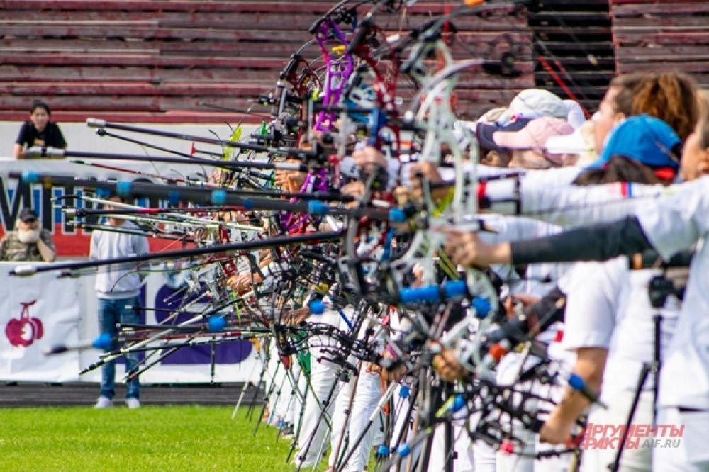Одновременно на огневой линии стояло около 20 спортсменов